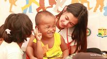 World Vision ambassador Bianca Umali visits Marawi children