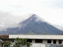 Families evacuated as Mayon Volcano threatens to erupt