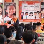 Children present Manifesto to government leaders in World Vision National Children's Congress