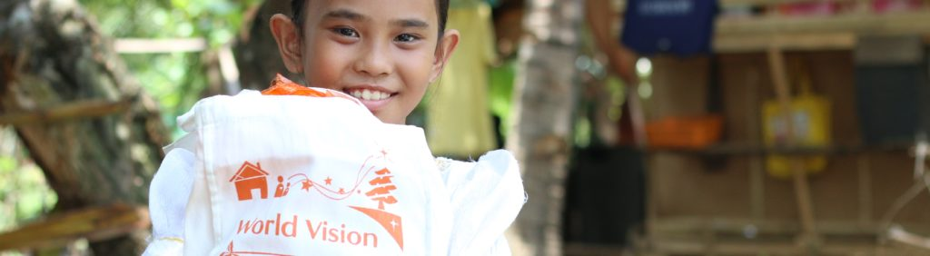 Last year, 8he Noche Buena gift contains ingredients for spaghetti and fruit salad with the additions of canned goods, and juice for the entire family.7% of the Noche Buena donations were spent for the Noche Buena packs of all World Vision registered children, the special gifts pledged for sponsored kids and a simple Christmas party in the community. The remaining 13% was used for the processing of the donations, the delivery and distribution of the gifts, and the facilitation of the gift acknowledgment.