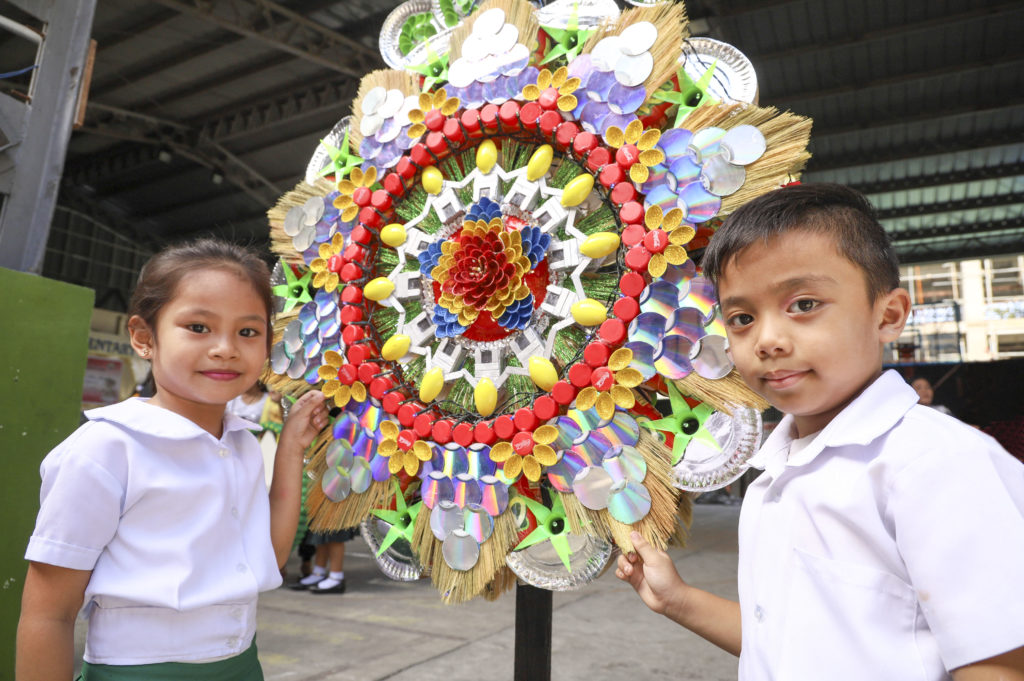 Students from several World Vision-partner schools in Malabon and Quezon City gear up for an upcoming Christmas lantern contest this December.