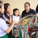 Students ready for Christmas lantern contest