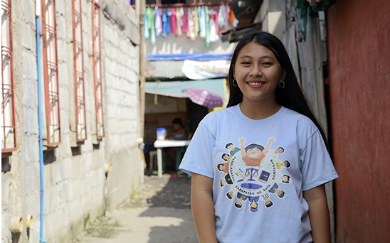 At 16, Jonalyn decided that she wants to spend more time in her church, Salt and Light, instead of being idle. Salt and Light is a small church at the center of Baseco, an urban slum in Manila where World Vision has been working for more than five years now. The youth of Baseco face a multitude of problems such as early teenage pregnancies, parent separation, illegal drugs and fraternities.